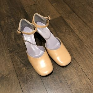 BRAND NEW Gucci Mary Janes, 2 inch heels